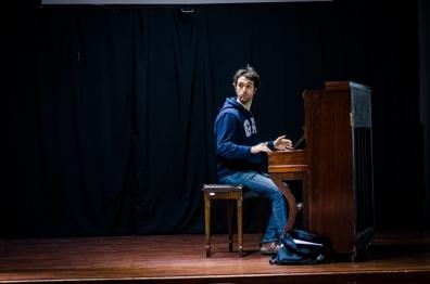 Ezequiel Fautario en ensayo musical